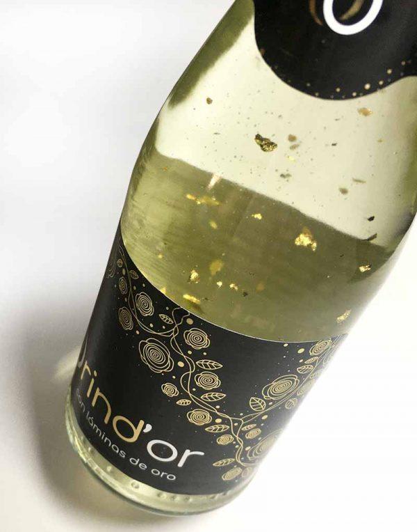vino con virutas de oro brind'or